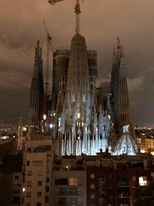 Sagrada Familia di notte